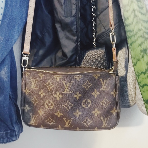 d9cd9026f2 Louis Vuitton small cross body